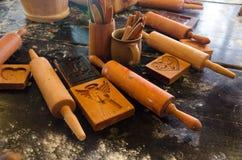 Fabrication des masterclasses de pain d'épice Matériaux préparés, pâte et images stock