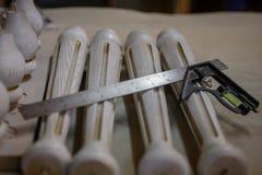 Fabrication des meubles à partir du bois Charpentier de travail Outils de menuiserie image libre de droits