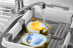 Fabrication des moules pour des dentiers dans le laboratoire, mélangeur de robinet de lavage de l'eau Photos libres de droits