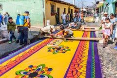 Fabrication des tapis prêtés, l'Antigua, Guatemala Photos stock