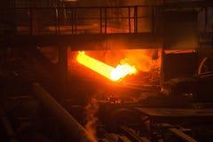 Fabrication des tuyaux d'acier image stock