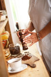 Fabrication du café domestique photographie stock libre de droits