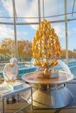 Fabrication du dessert dans l'hôtel photo libre de droits