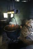 Fabrication du fromage dans la laiterie Champignons secs Images stock