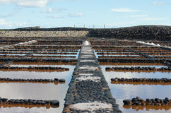 Fabrication du sel de mer photographie stock