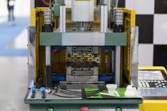 Fabrication en plastique de pointe de tasse industrielle photo stock
