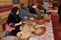 Fabrication fabriquée à la main d'huile d'argan Photographie stock