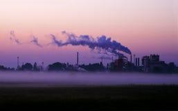 Fabriek bij dageraad Royalty-vrije Stock Afbeelding