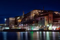 Fabriek bij nacht Royalty-vrije Stock Afbeelding