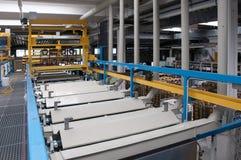 Fabriek: galvanisatie afdeling stock afbeeldingen