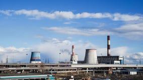 Fabriek geen dampen in het milieu Rusland Heilige Petersburg, de lente van 2017 stock afbeeldingen