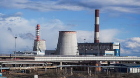 Fabriek geen dampen in het milieu Rusland Heilige Petersburg, de lente van 2017 stock afbeelding