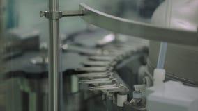 Fabriek met farmaceutisch materiaal die tank op productielijn in de vervaardigingsfabriek van de apotheekindustrie mengen royalty-vrije stock afbeelding