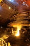 Fabriek met gesmolten metaal Stock Afbeeldingen