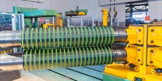 Fabriek met machine om staal te snijden royalty-vrije stock fotografie