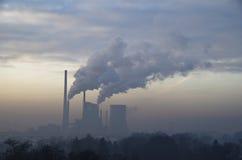 Fabriek in mist Royalty-vrije Stock Foto