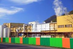 Fabriek Mondi in stad Ruzomberok, Slowakije Stock Foto's