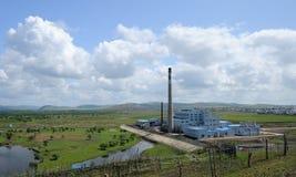 Fabriek op de Weide royalty-vrije stock foto's