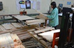 Fabriek voor productie van meubilair stock afbeeldingen