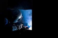 Fabrieksarbeider bij de close-up van het fabriekslassen, Ruimte voor tekst Royalty-vrije Stock Foto's