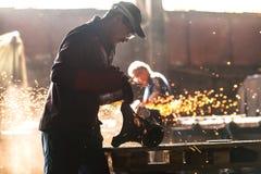 Fabrieksarbeider bij de fabriek Royalty-vrije Stock Foto's