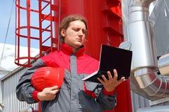 Fabrieksarbeider met notitieboekje Royalty-vrije Stock Afbeelding