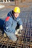Fabrieksarbeider tijdens de bouwwerken Royalty-vrije Stock Afbeeldingen