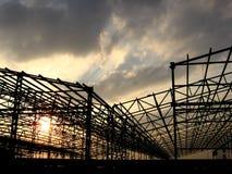 Fabrik-Aufbau stockbild