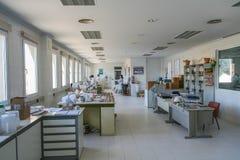 Fabrik av keramisk lera arkivbild