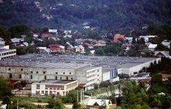 Fabrik in der städtischen Einstellung Stockbild