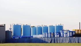 Fabrik, die Produkte oder Chemikalien verarbeitet stockbilder