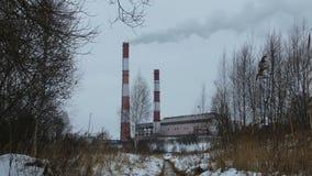 Fabrik an einem Wintertag stock video footage