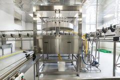 Fabrik för att buteljera alkoholdrycker Arkivfoton