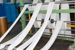 Fabrik für die Produktion des künstlichen Gewebes Das Herstellungsverfahren synthetisch, mehrfarbig, acrylsauer Stockfoto