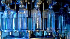 Fabrik f?r vattenflaska stock video