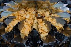 Fabrik för potatischiper Royaltyfri Fotografi