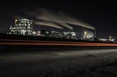 Fabrik i natten Arkivfoton