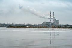 Fabrik mit rauchenden Schloten 02 Lizenzfreie Stockfotografie
