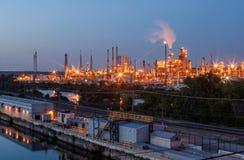 Fabrik nachts Lizenzfreie Stockfotos