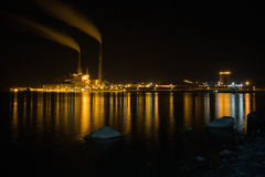 Fabrik på natten Royaltyfri Fotografi