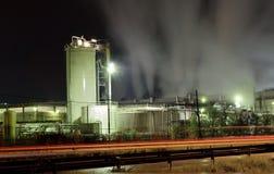 Fabrik på natten Fotografering för Bildbyråer