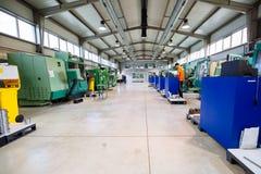 Fabrik som utrustas med cnc-maskiner arkivfoton
