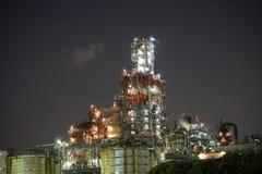 Fabriken sehen von einem Kanal nachts in Kawasaki, Tokyo an Lizenzfreies Stockfoto