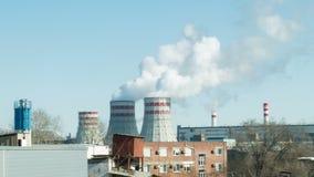 Fabriker och ekologi förorening för fabrik för luftbakgrund blå lager videofilmer