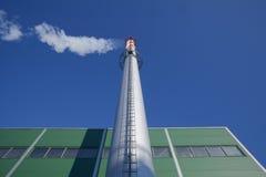 Fabrikrohr und ein Rauch Lizenzfreies Stockbild