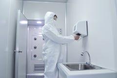 Fabriks- farmaceutiskt och medicin Royaltyfria Bilder