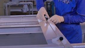 Fabriks- jobb Fabrik för aluminium och PVC-fönster och dörrproduktion Installationstillbehör för plast-Pvc Fotografering för Bildbyråer