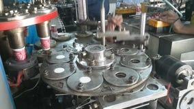Fabriks- process för pappers- koppar arkivfilmer