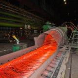 Fabriks- trådstålarbeten Stryka och stålsätta den metallurgical växten Royaltyfria Bilder