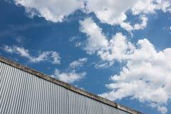 Fabriksbakgrund för korrugerat järn Royaltyfri Fotografi
